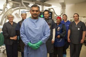 Dr Razeen Gopal en lede van die span